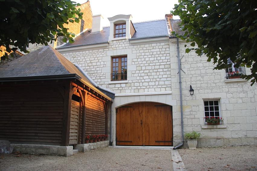 Entrée et parking de La-Bonne-Note à Chinon